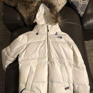 Worn white medium northface jacket. Tan fur.